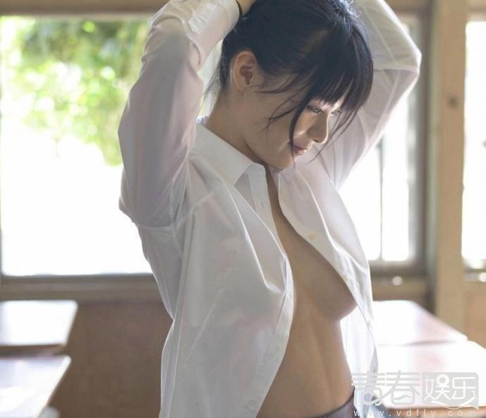 18岁日本女星教室换衣尺度大