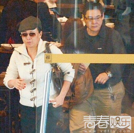 49岁邓萃雯患怪病近照曝光 昔日性感美艳而今判若两人