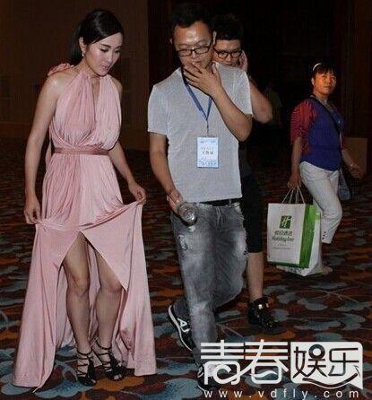 叶璇遭服务生侮辱 赤裸裸的蔑视令人发指图片