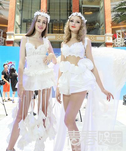 师兰玉及东华大学服装设计学院的大学生们,推出了30多套时尚纸巾婚纱.